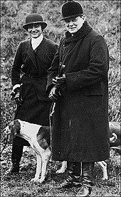 خانم کوکو شانل طراح افسانه ای مد در کنار وینستون چرچیل نخست وزیر انگلستان
